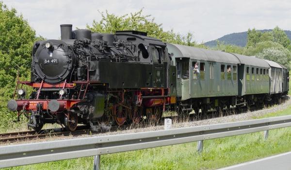 steam-locomotive-2657001_1920