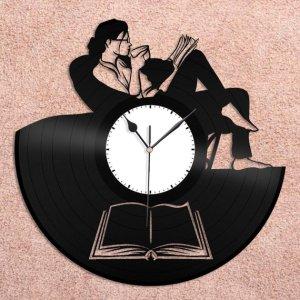 Bookworm Clock